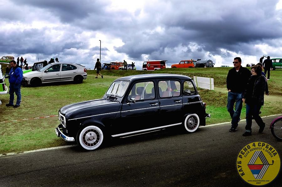 Black Renault 4